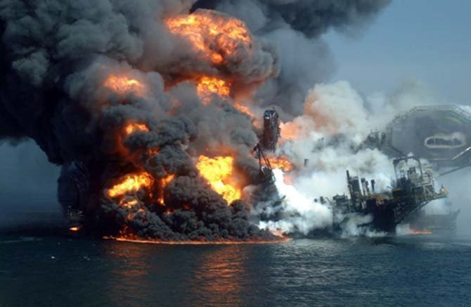 10 Deadliest Accidents in Oil And Gas Industry - WhatWhenWhy