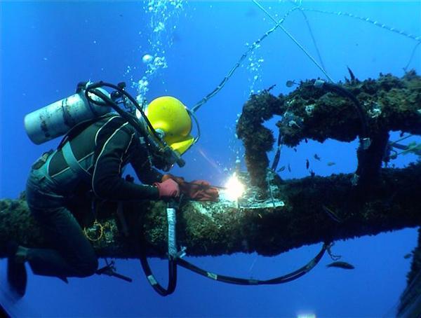 underwater welders make up to 300 000 a year