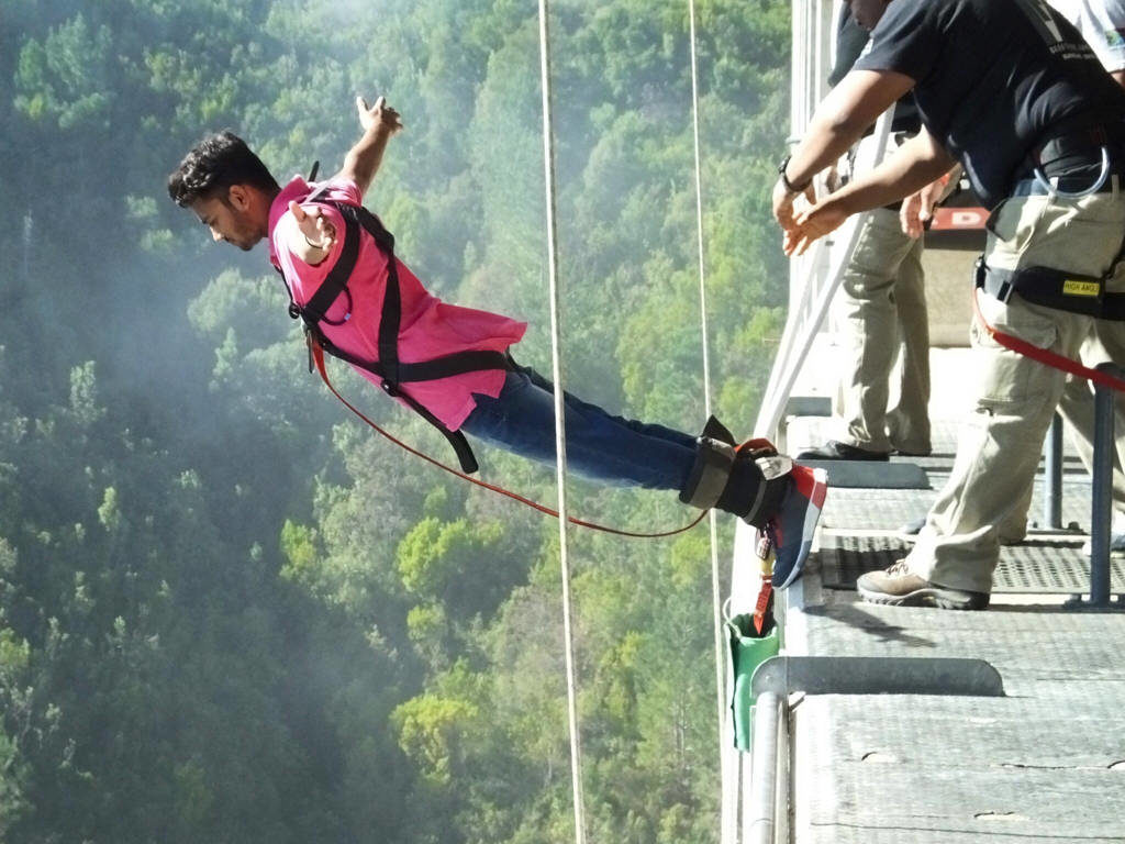 Bungee jump in Bloukrans Bridge, Western Cape, South Africa 216 meters - 70 USD