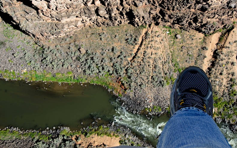 Bungee jump in Rio Grande Bridge, Taos, New Mexico 206 meters - 350 USD